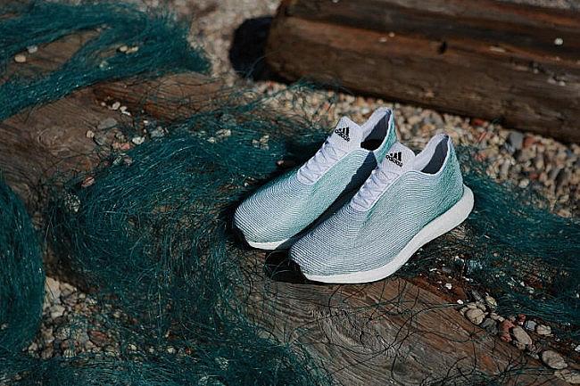 Adidas выпускает кроссовки из мусора
