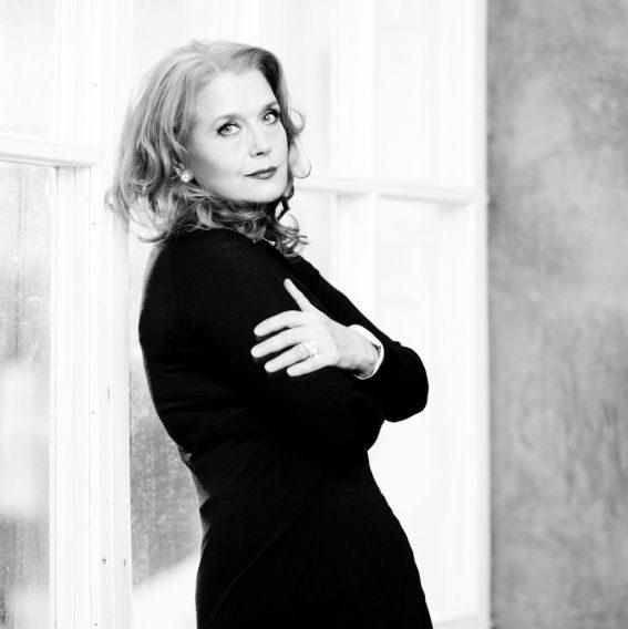 Обремененная красотой. Как за 40 лет изменилась Ирина Алферова
