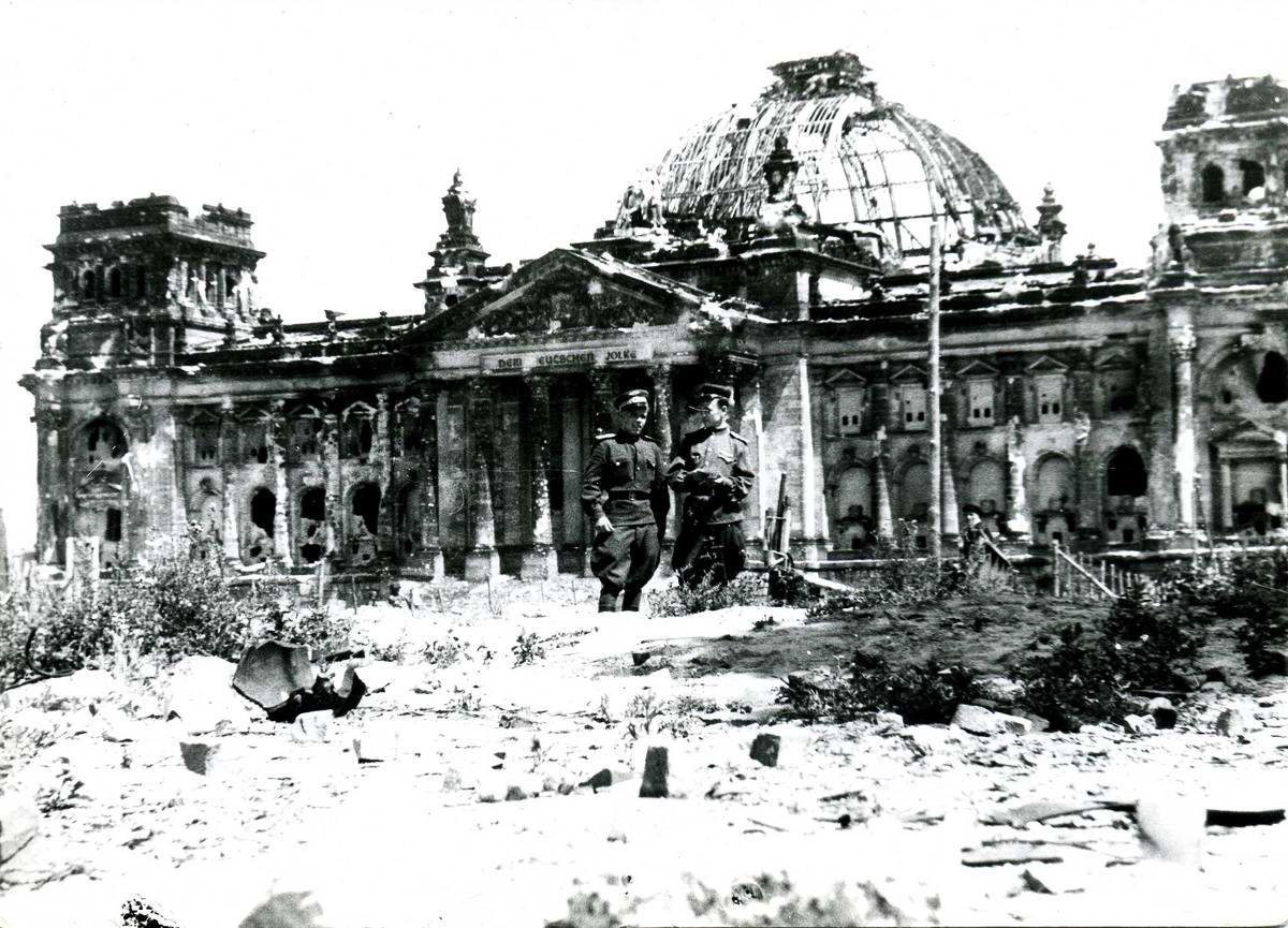 Падение Берлина на фотографиях весны 1945 года.  Не для впечатлительных (+18)