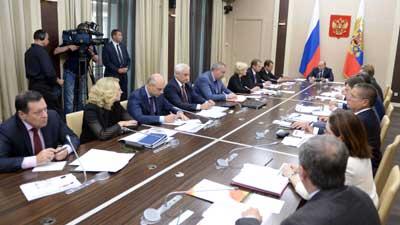Путин поручил правительству подумать об изъятии у  экспортеров доходов от падения рубля