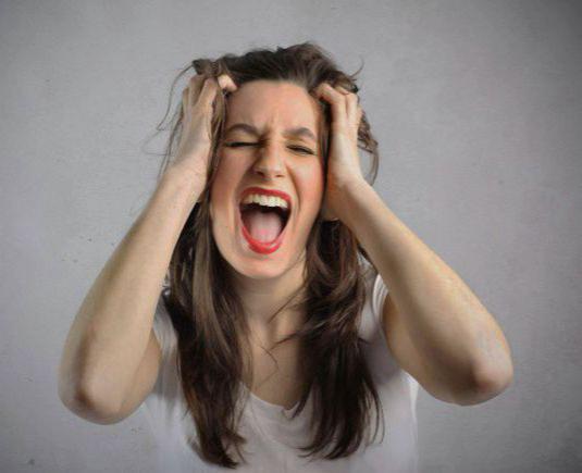 фото лица девушек кричит от боли