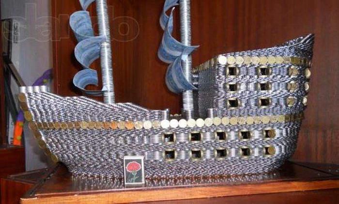 Корабль из 17 тысяч монет монетки, поделка