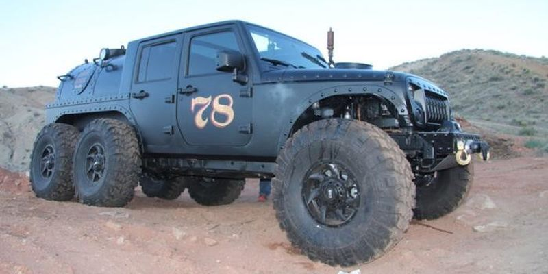 """По стопам """"Безумного Макса"""": из Jeep Wrangler сделали локомотив для бездорожья"""