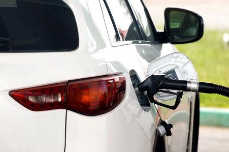 Мантуров: Штраф за недолив бензина составит не менее полмиллиона рублей