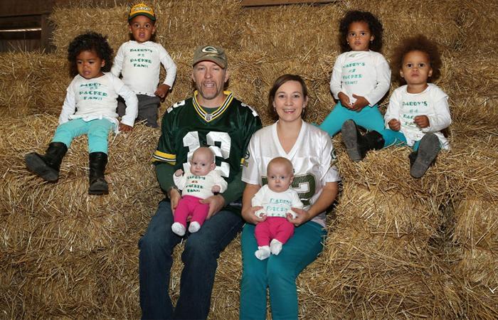 Невозможное возможно: семья растит три пары близнецов, родившихся 28 февраля