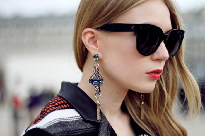 С чем сочетать модные крупные сережки: 6 стильных идей для лета