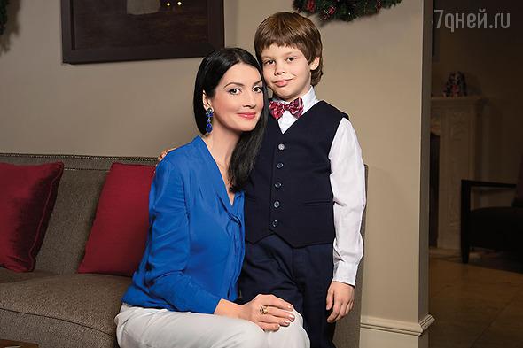 Елена Костина с сыном