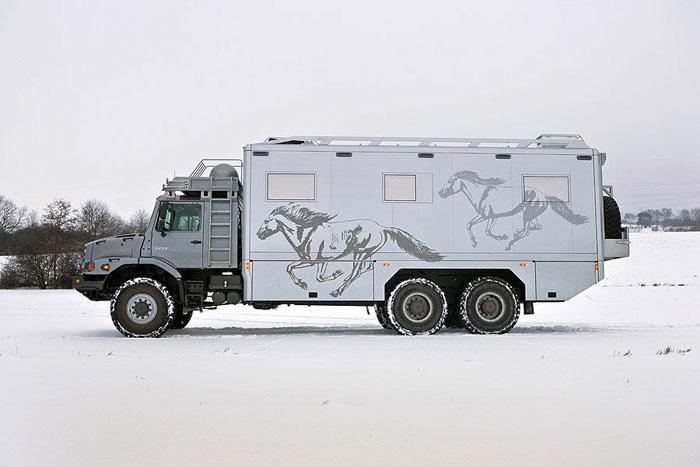 Монгольские миллионеры ездят на охоту в собственных «охотничьих домиках» 6x6