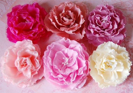 Большие цветы из гофрированной бумаги своими руками