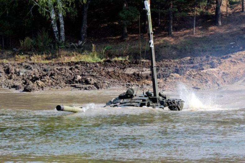 Танкисты ЮВО отработали подводное вождение