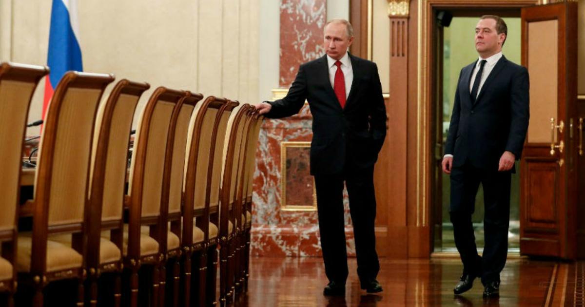 Медведев узнал о своей отставке в последний момент. Перед этим Путин очень эмоционально среагировал