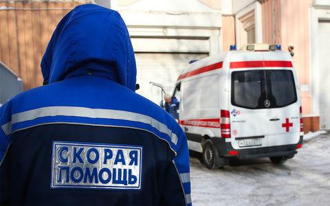 Нетрезвые мужчины избили водителя скорой из-за «неправильной» парковки