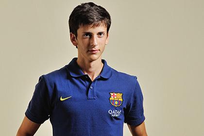 «Барселона» продлила контракт с российским футболистом