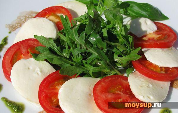 Салат с моцареллой и помидорами — классика вкуса