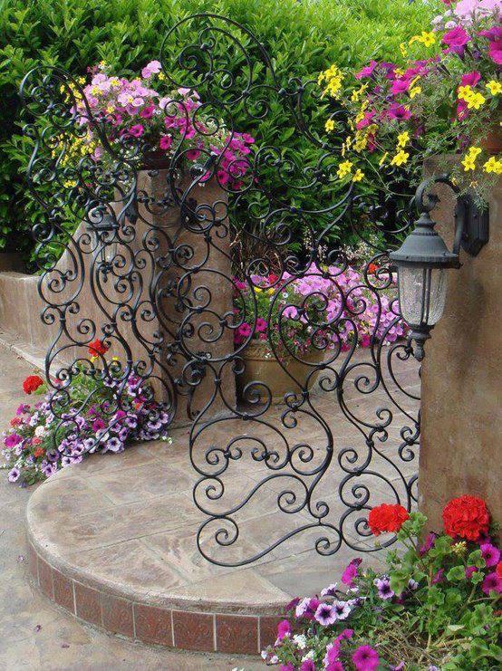 Неописуемая красота:  креатифф-подход к заборам и калиткам на садовом участке