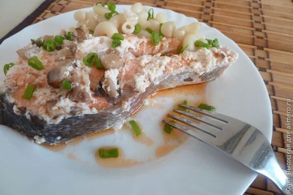 Форель в сливочно-грибном соусе