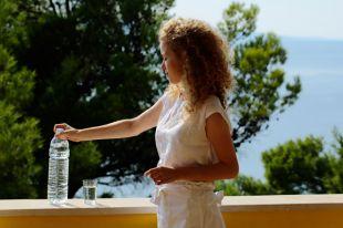 Пить или не пить? Какую воду продают в пластиковых бутылках