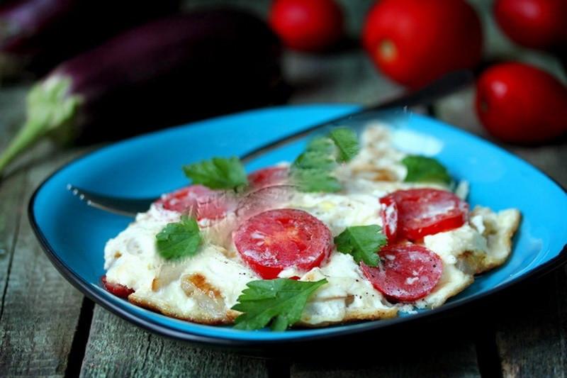 2. Омлет из перепелиных яиц с баклажанами и помидорами еда, завтрак, омлет