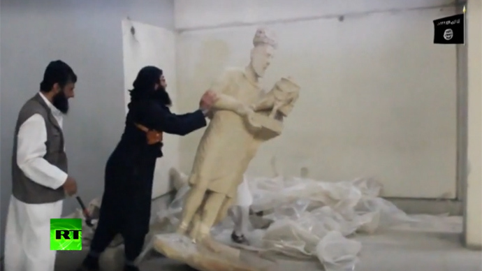 Боевики ИГИЛ уничтожают древ…