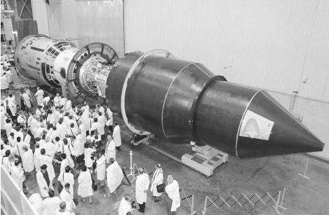 Ну и по традиции, не совсем военная тема...Космическая ракета война, история, факты