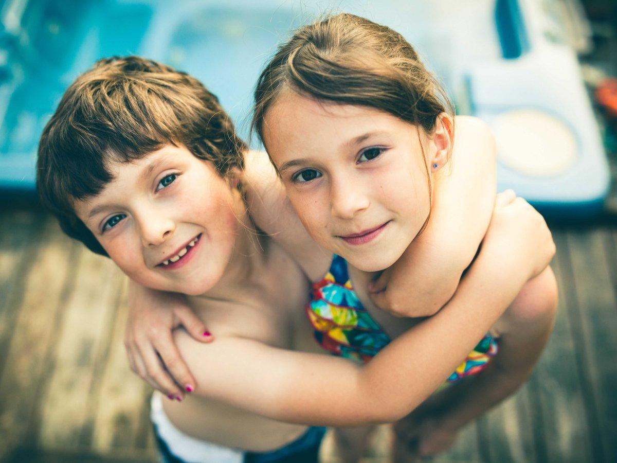 Смотреть онлайн бесплатно старшия сестра и брат 8 фотография