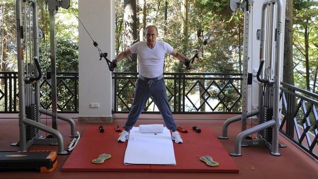 Times: Путин щеголяет дорогой одеждой и симулирует занятия спортом