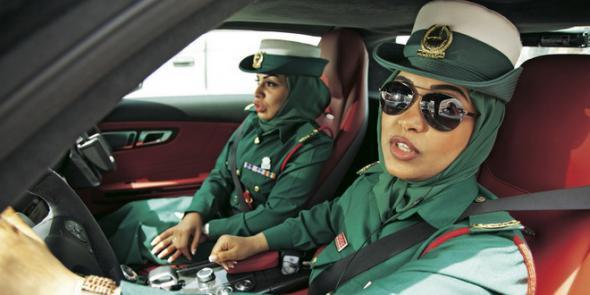 Туриста арестовали в Дубае за прикосновение к женщине-полицейскому