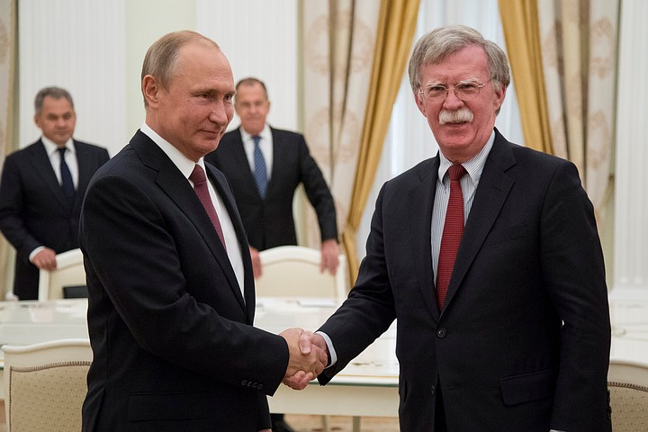 Владимир Путин принял Болтона в Кремле