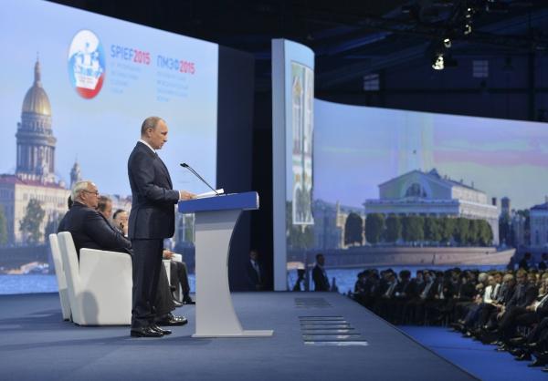 """Путин: Россия не ведет себя агрессивно и не претендует на """"эфемерный статус сверхдержавы"""""""