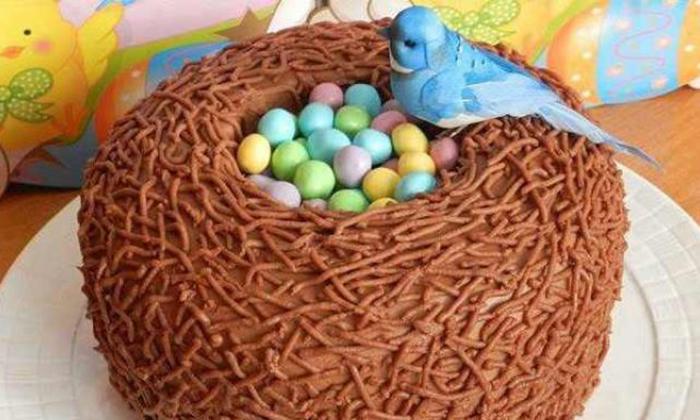 2 яйца, мука, сахар, какао, лимон и несколько кулинарных приемов. Настоящее пасхальное чудо готово!