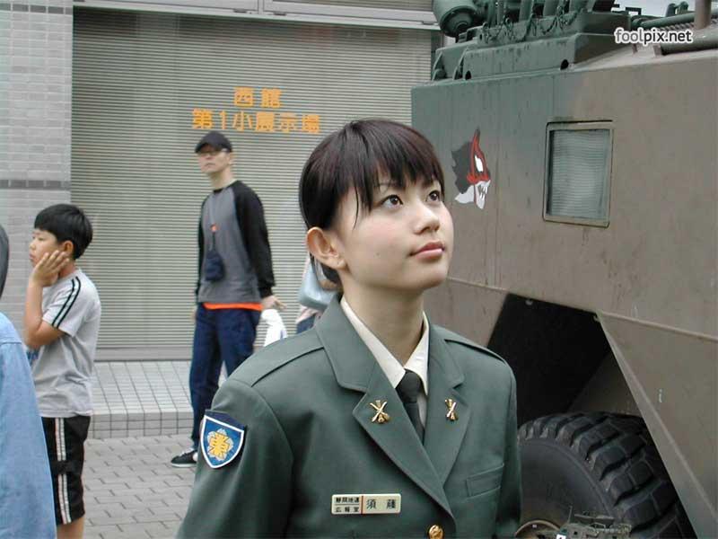Девушки на службе в армии фото 26