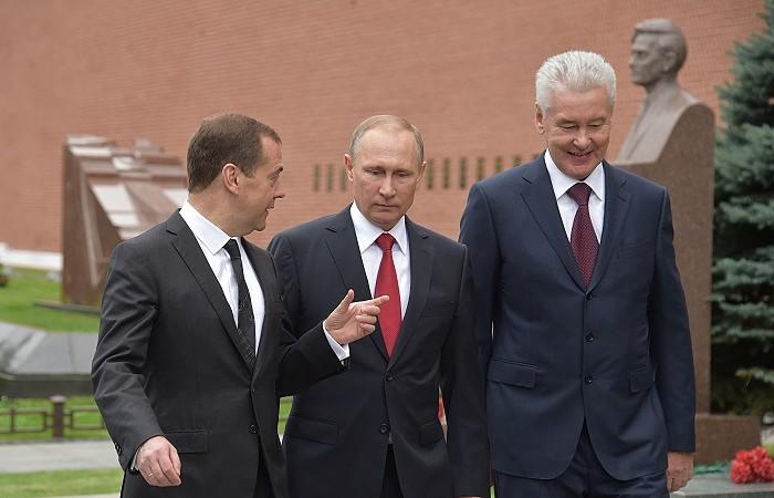"""Медведев и Собянин возглавили рейтинг """"преемников"""" Путина"""