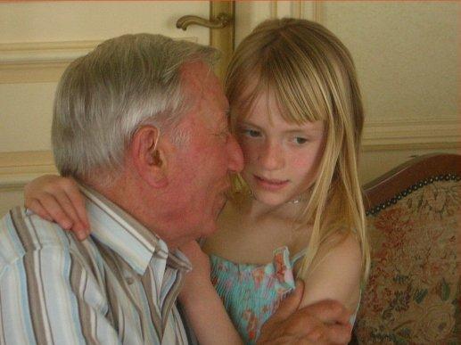 В ШОКЕ!!! Евродеградация: Суд признал отношения 60-летнего мужчины и 11-летней девочки любовью