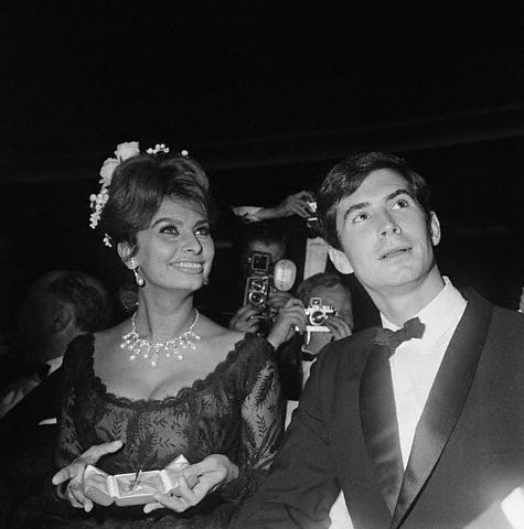 Sophia Loren and Anthony Perkins at Cannes 1961 (475x480, 32Kb)