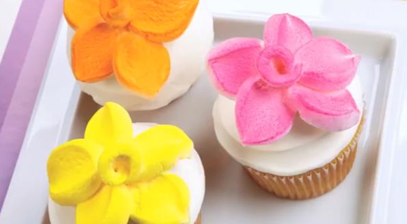 Оригинальное украшение для торта за 1 минуту (видео)