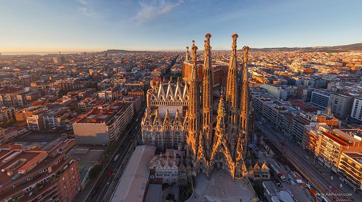 Собор Саграда Фамилия в Барселоне, вид сверху