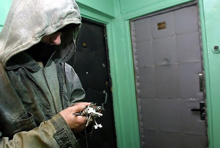 В Подмосковье мужчина украл ключи у соседа по палате и обчистил его квартиру