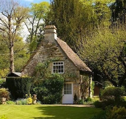 Небольшой каменный домик