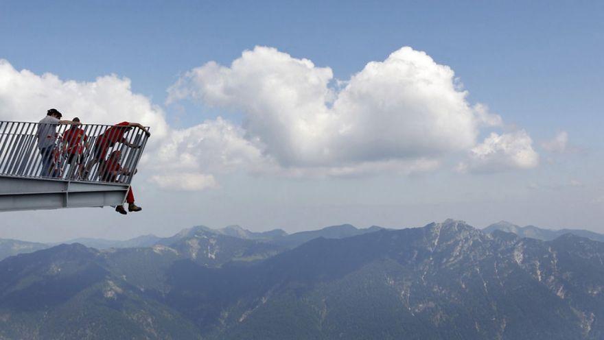 33 жутких фотографии с крыши мира