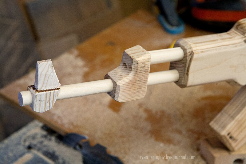 Фото как сделать автомат калашникова из дерева в домашних условиях