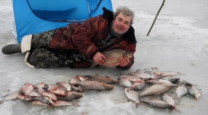 Интересный вариант прикорма рыбы при ловле со льда
