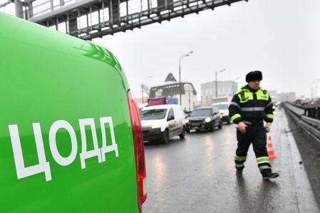 Водитель ЦОДД снес комплекс фиксации об ограничитель на дороге. Реакция соцсетей