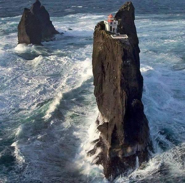 Маяк на острове Вестман, Исландия.