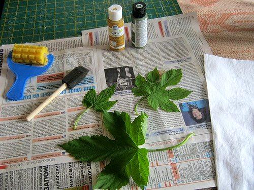 инструменты и материалы для печатания листьями по ткани