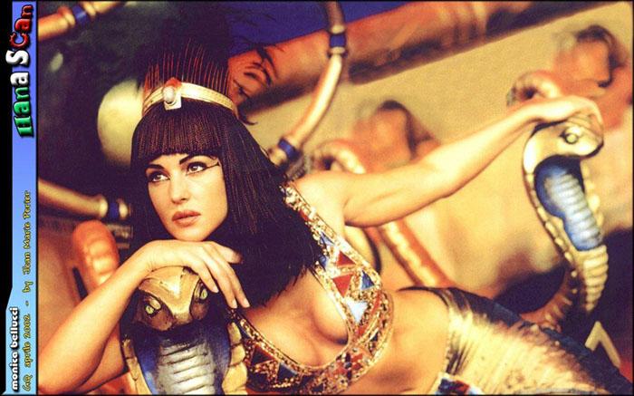 Моника Белуччи (Monica Bellucci) в фотосессии для фильма «Астерикс и Обеликс: Миссия «Клеопатра» (Asterix & Obelix Meet Cleopatra) (2002), фотография 11