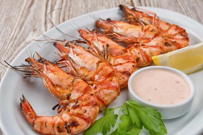 Блюдо с креветками не только радует желудок, но и благотворно влияет на память. /Фото: dressings-sauces.org
