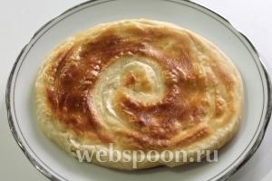 Готовые слойки с двух сторон смазать растопленным маслом и подавать горячими !