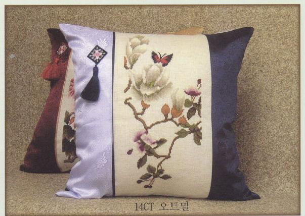 Четыре подушки в восточном стиле