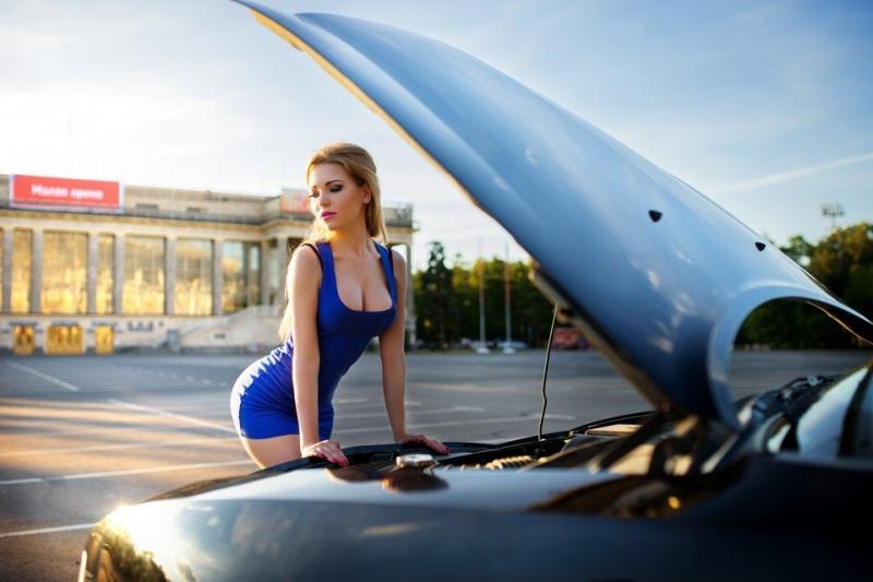 Сексуальные девушки и красивые автомобили  (50 фото)