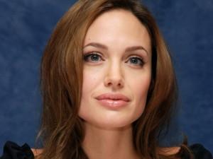 Анджелина Джоли удалила себе мозг